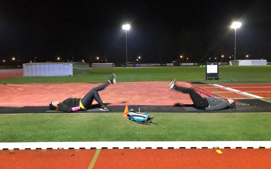 Fitnessparcours op de atletiekbaan